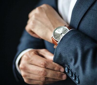 man-adjusting-hi-sleeves-to-prepare-for-a-business-meeting-classy-fashion-suit-blue-suit-x-leather_t20_K6QRG0
